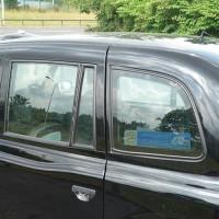 voiture anglaise noire 200x200